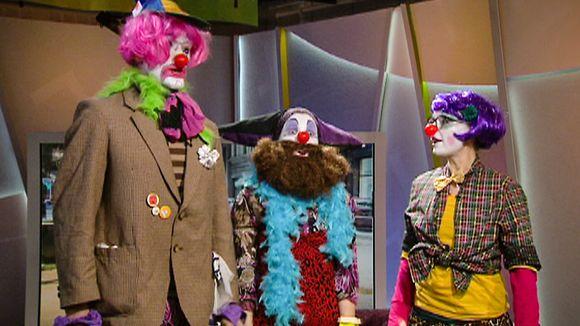 Lordiers of Odin -ryhmä esitti lopuksi laulun aamu-tv:n studiossa.