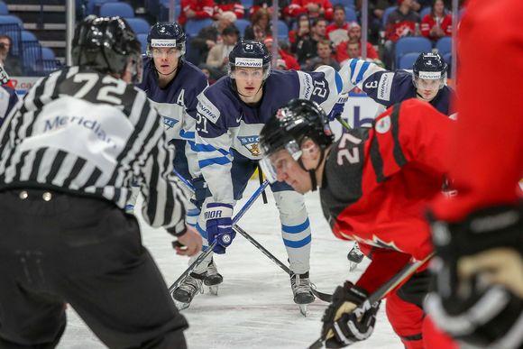 Suomi kohtasi Kanadan jääkiekon alle 20-vuotiaiden miesten MM-turnauksessa Buffalossa Yhdysvalloissa.