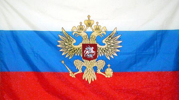Venäjän lippu kaksipäinen kotka -vaakunalla.