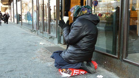 Romanian Beggars Back on Streets Despite Cold | Yle Uutiset