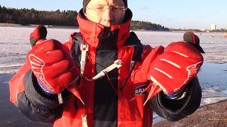 Jäänaskalit ovat jäälläliikkujan tärkein varuste. Niiden tulee roikkua kaulasta.