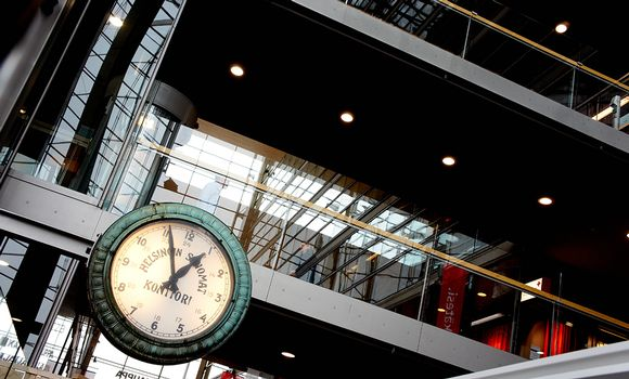Vanha Helsingin Sanomien kello löytyy nykyisin Sanomatalon sisältä.