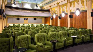 Maxim-elokuvateatteri sisältä.