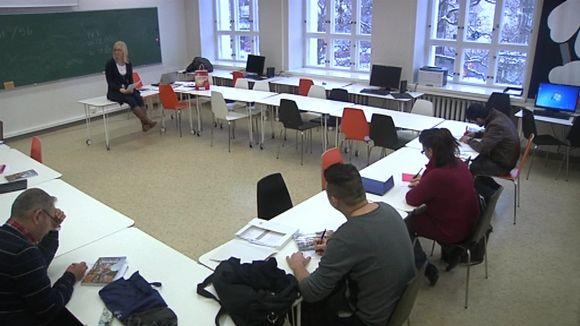 Suomen kielen opiskelijoita Vanajaveden Opistossa