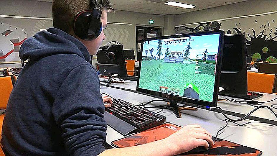 Tony Salomäki pelaa Minecraftia