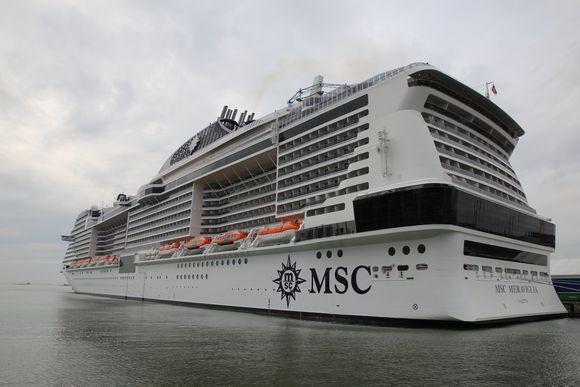 MSC Meraviglia Helsingin länsisatamassa.