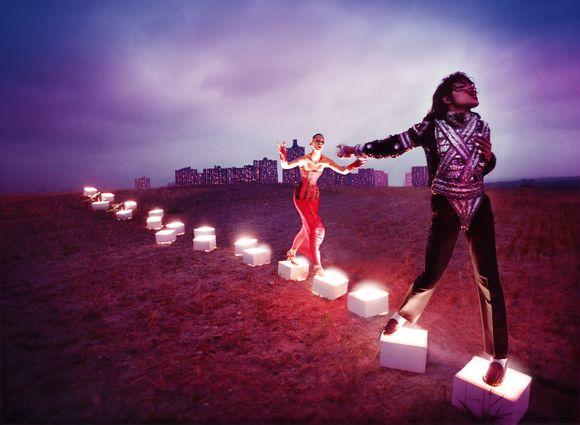 """Taiteilija David LaChapellen teos """"An Illuminating Path""""."""