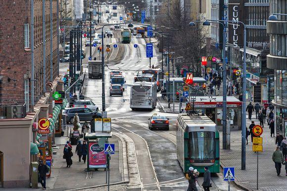 Raitiovaunuliikennettä Hakaniemessä.