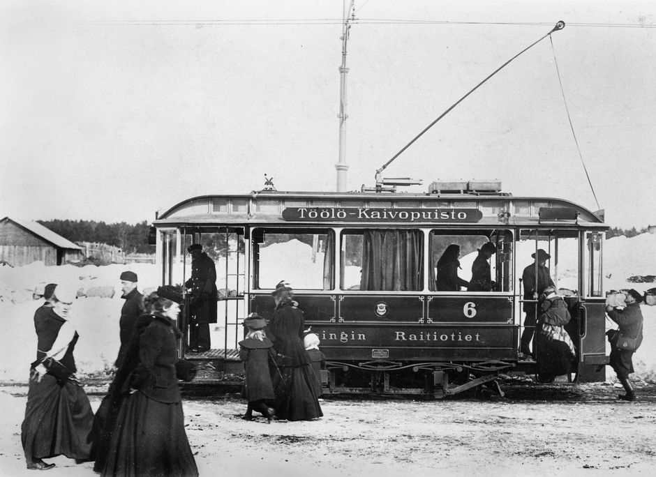 Töölö–Kaivopuisto-linjan raitiovaunu päätepysäkillä Töölössä.
