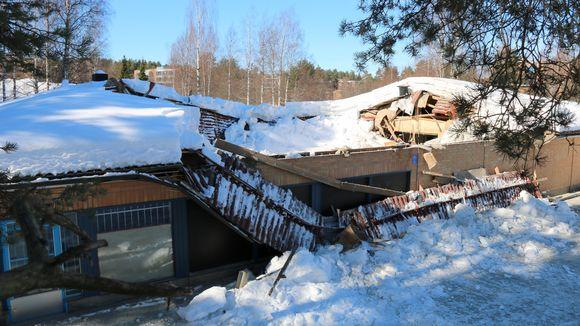 Vanhan kaupan katto romahtanut