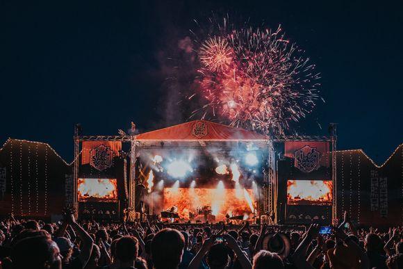 Ilotulitus rytmitti Nightwishin esiintymistä Ilosaarirockissa.
