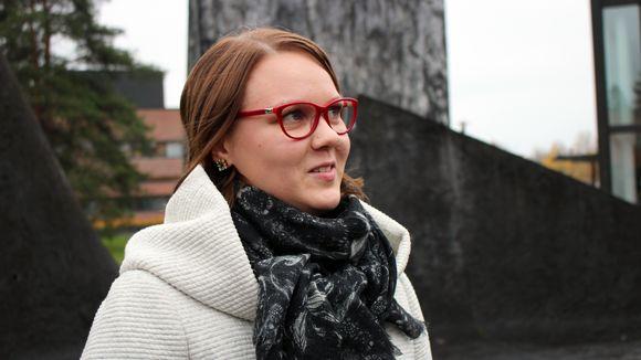 Käytännöllisen teologian tutkija Laura Kallatsa