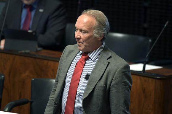Perussuomalaisten kansanedustaja Teuvo Hakkarainen eduskunnan täysistunnossa Helsingissä 15. toukokuuta 2018.