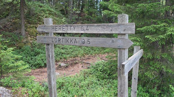 Heretty-Lortikka -reittiopaste Isojärven kansallispuistossa.