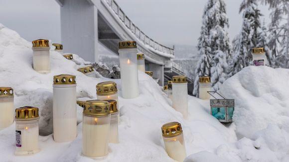 Kynttilöitä Laajavuoressa Matti Nykäsen muistoksi.