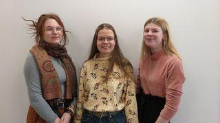 Kolme tyttöä.