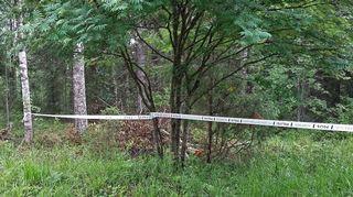 Poliisi on rajannut koneen putoamisalueen.