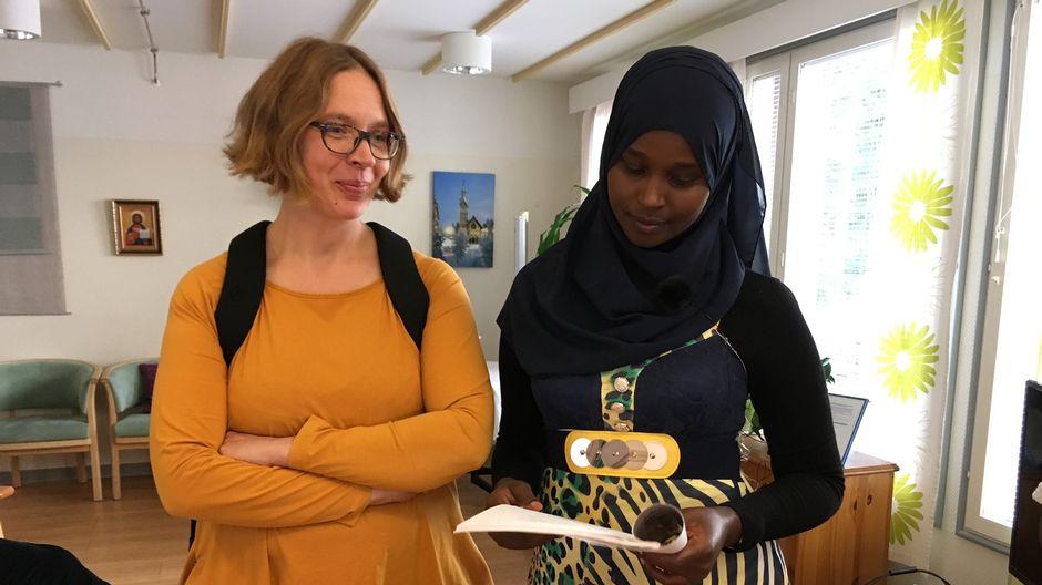 Opettaja ja opiskelija tyytyväisinä Kajaanissa.
