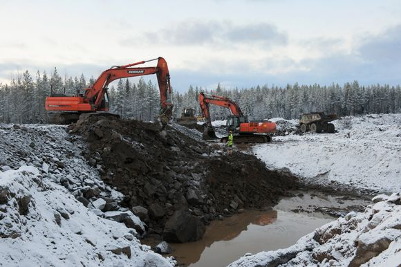Building a dam at Talvivaara.