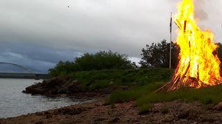 Juhannuskokko Tornionjoen varrella Ylitornion Aavasaksalla.