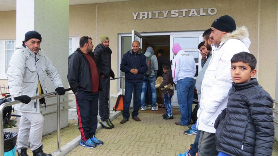 HS: Беженцы из Ирака стремятся попасть домой – перед посольством очередь