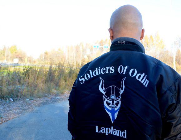 Marko Mäki Odinin sotureiden katupartiosta.