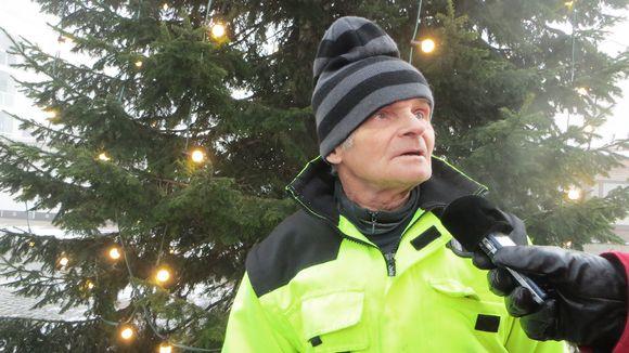 Видео: Pullo-Eki joulukuusen edessä.