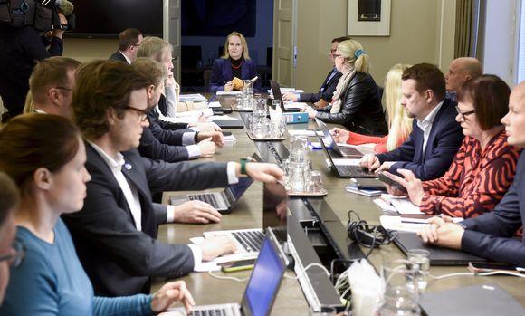 Valtakunnansovittelija Minna Helle istui pöydän päässä rahoitusalan työriidan sovittelussa sovittelijan toimistolla Helsingissä tiistaina 2. tammikuuta.