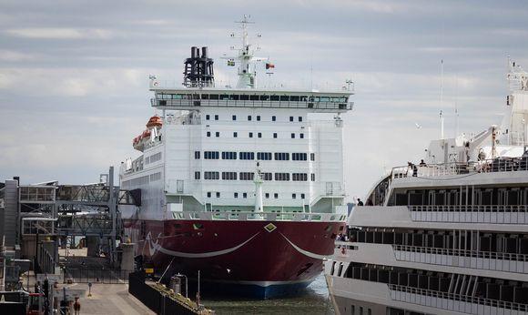 Viking Line Helsingin Eteläsatamassa.