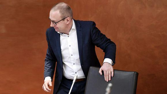 SAK:n puheenjohtaja Jarkko Eloranta SAK:n hallituksen kokouksessa, jossa käsiteltiin työttömyysturvan aktiivimallia.