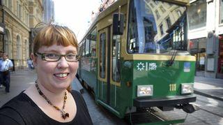 Merja Kyllönen ja raitiovaunu