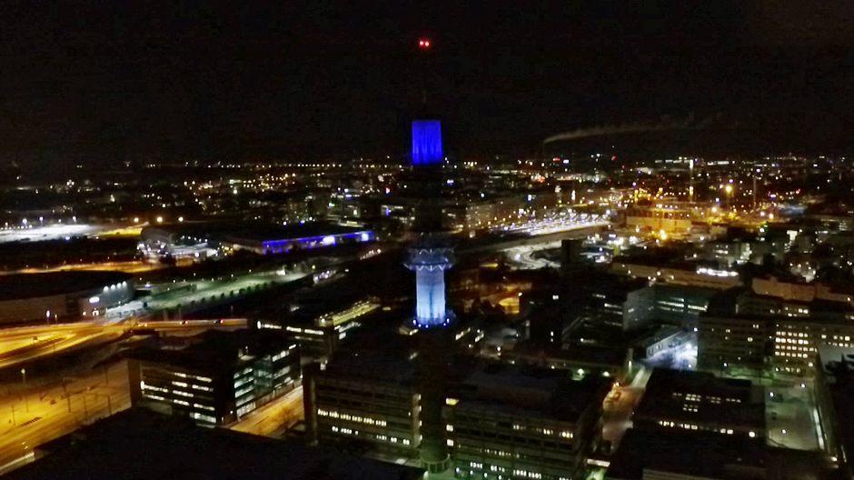 Видео: Ylen linkkitorni valaistuna Viron lipun värein.