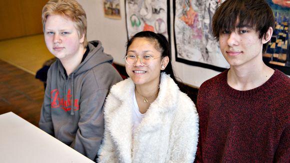 Eemeli Grönlund, Mona Kaeophet ja Omar Atiye eivät pidä korkeakoulujen valintakokeista lupumista hyvänä ajatuksena.