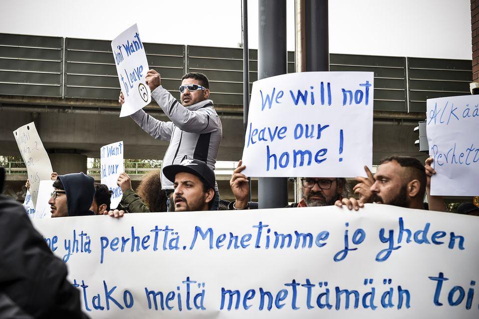 Revamped temporary eu travel document to boost deportations from turvapaikanhakijoiden palautuksia vastustava mielenosoitus maahanmuuttoviraston edess helsingiss stopboris Images