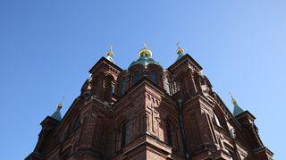 Uspenskin katedraalin päällä on kultaiset sipulit.