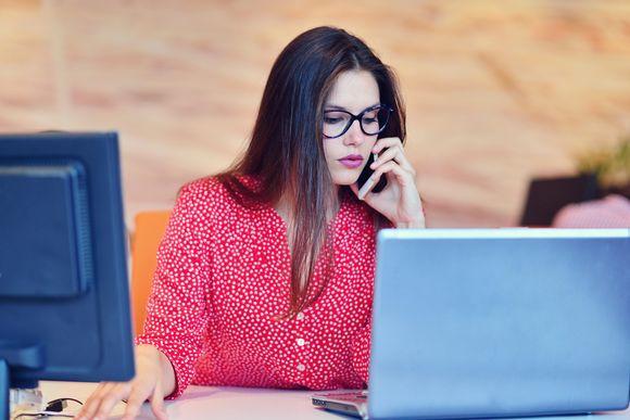Nainen toimistossa