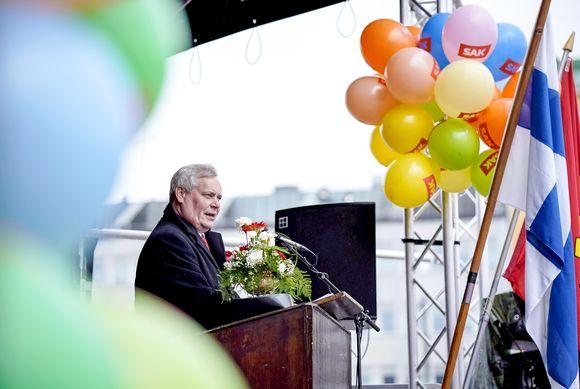 SDP:n puheenjohtaja Antti Rinne piti vappupuheen Lahden torilla