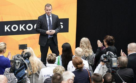 Kokoomuksen puheenjohtaja, valtiovarainministeri Petteri Orpo kokoomuksen puoluevaltuuston kokouksen toritapahtumassa Seinäjoella 5. toukokuuta