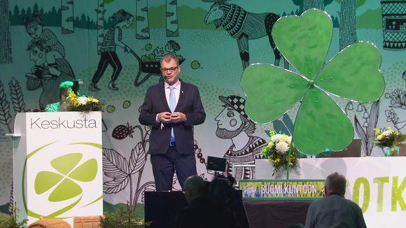 Juha Sipilä puhuu Keskustan puoluekokouksessa.