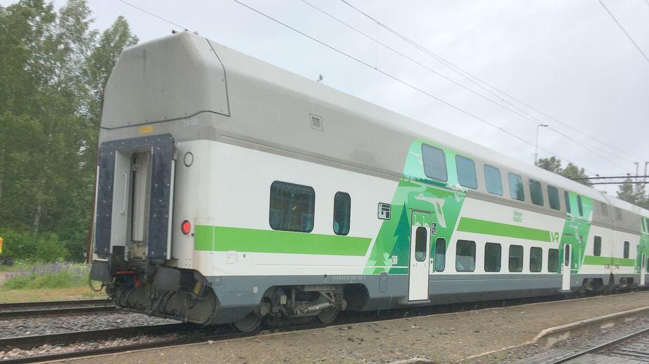 Matkustajajuna matkalla kohti Pieksämäkeä.