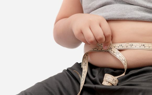lapsi mittaa vatsanympärystään
