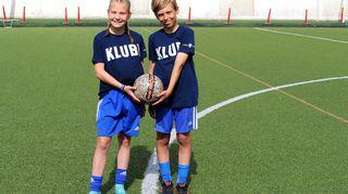 Video: 11-vuotiaat jalkapalloilijat Aada Mäkelä ja Oliver Berg harjoituskentällä.