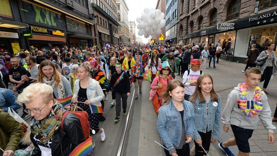 Helsinki Pride -kulkue Helsingissä 30. kesäkuuta 2018