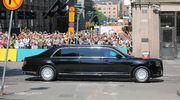 Ihmiset seurasivat Putinin saattueen etenemistä Esplanadilla matkalla presidentinlinnaan 16. heinäkuuta.