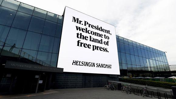 Helsingin Sanomien valomainos, jossa lukee englanniksi