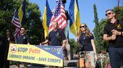 Ihmiset osoittivat mieltään Ukrainan puolesta Helsingissä 16. heinäkuuta.