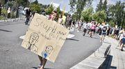 Ihmiset osoittivat mieltään Helsingin huippukokousta vastaan 16. heinäkuuta.