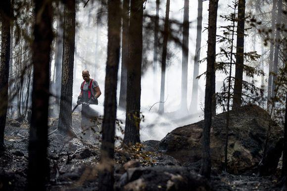 Pyhärannan metsäpalon sammutustöitä