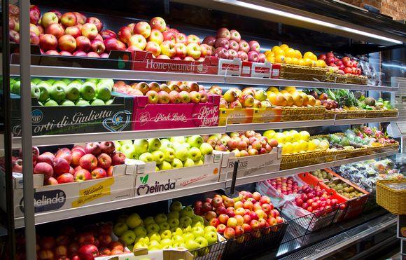 kaupan hedelmähyllyt