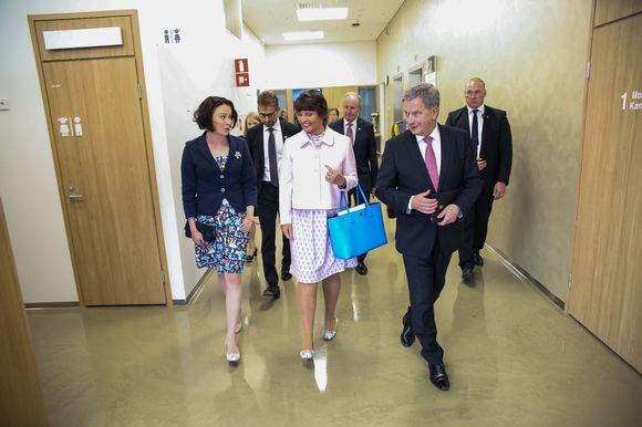 Jenni Haukio, Anne Berner sekä Sauli Niinistö Uuden lastensairaalan avajaisissa.